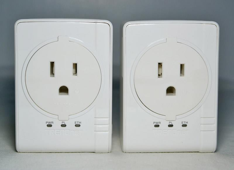 Passthrough Socket Outlet